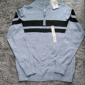 *3 for $10*Urban Pipeline Sweater Size Medium